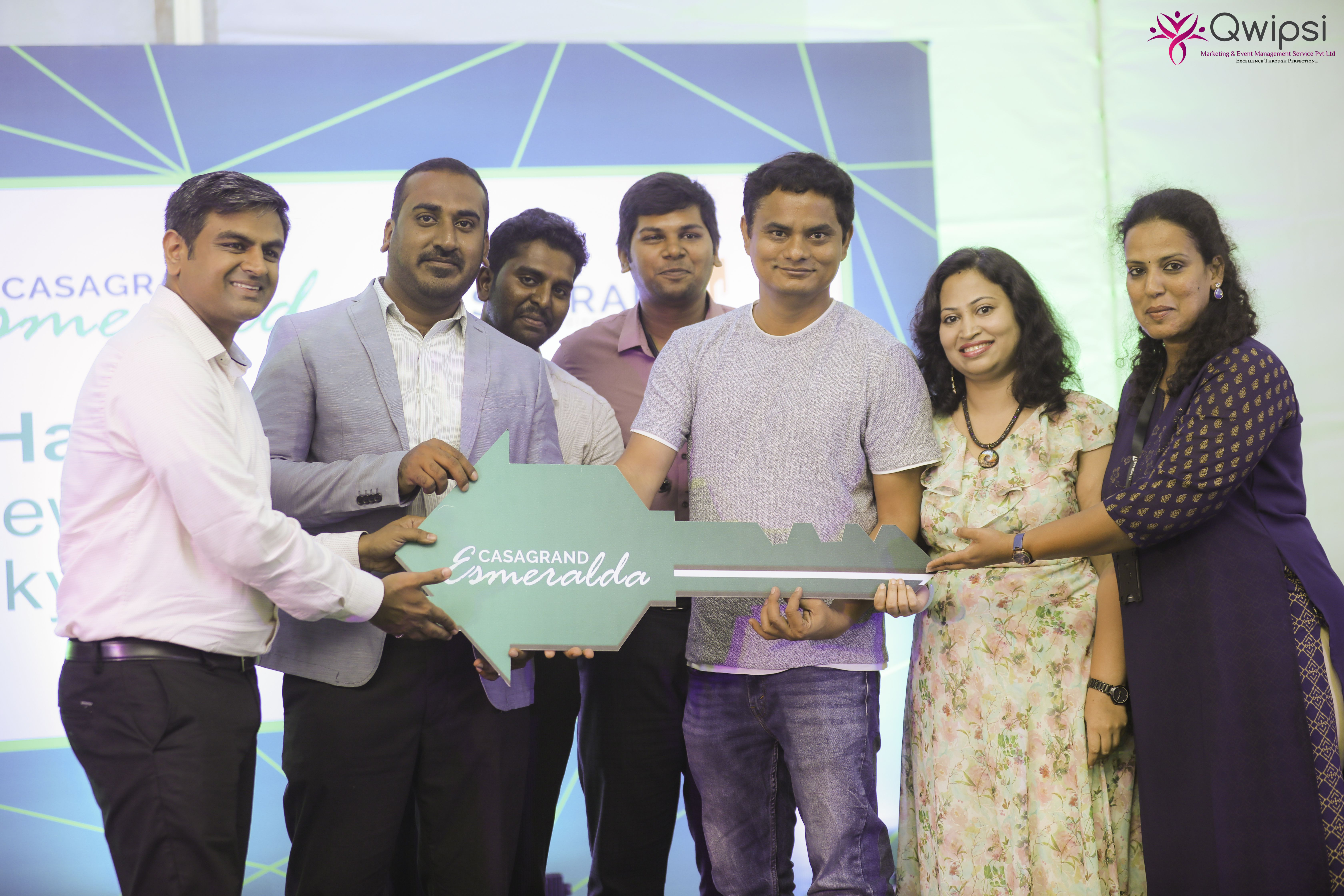 Sathish CG, Director of Bangalore Zone, Casagrand Builder Pvt. Ltd. handing over the key to the homebuyer at the event (1)